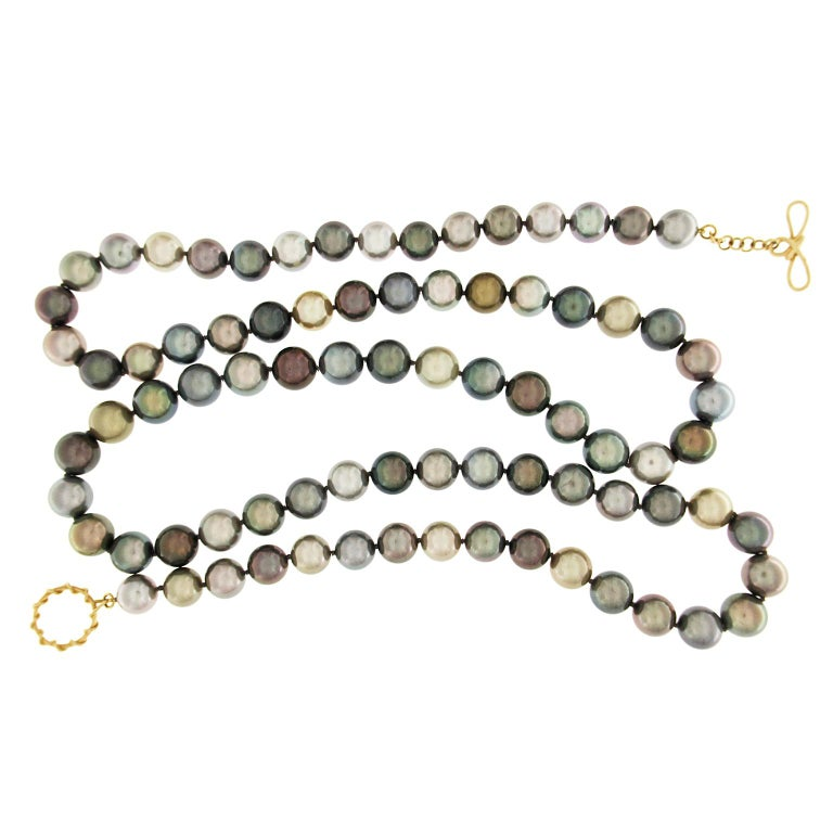 This necklace features 81 multi-color Tahitian pearls round pearls (11.8 x 10.3mm) of the finest quality with a knot clasp ring and and toggle in 18kt Yellow Gold.