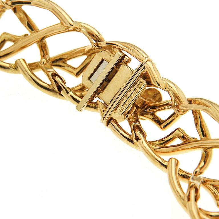 Modern Valentin Magro Curvy Twisted Gold Line Necklace with Diamond Pave Motifs For Sale
