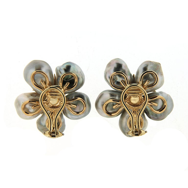 This lovely pair of Tahitian Silver Keshi Pearl cluster clover earrings with White Diamonds sparkle in an enchanting design inspired by nature's captivating flower. The earrings are completed in 18kt Yellow Gold with clip backs.  Diamond total