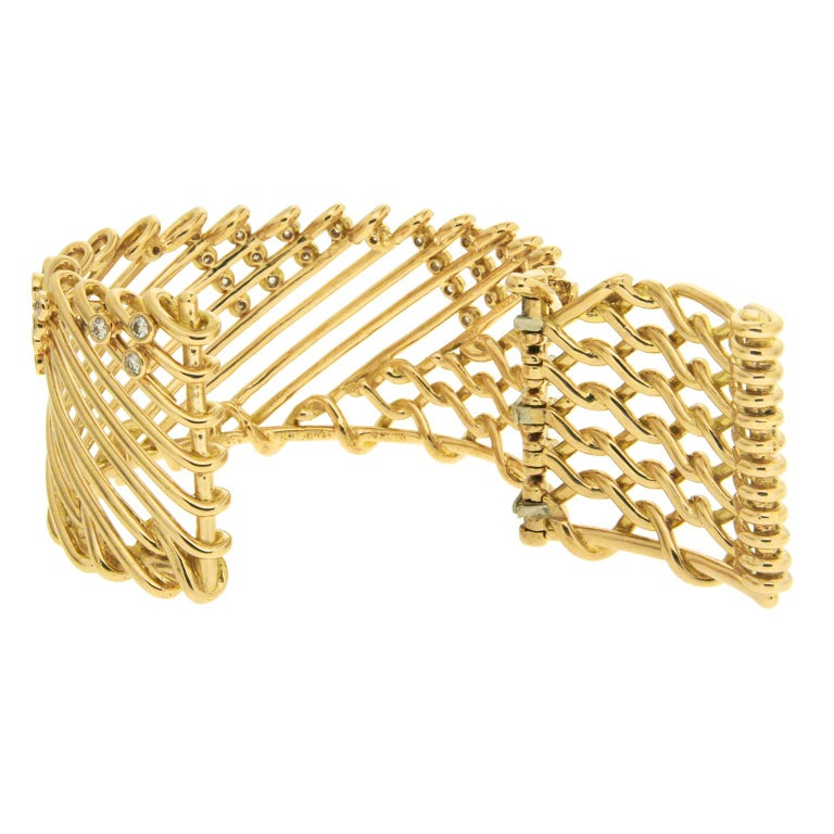 Valentin Magro Diamond Gold Triangular Motif Netting Bracelet In New Condition For Sale In New York, NY
