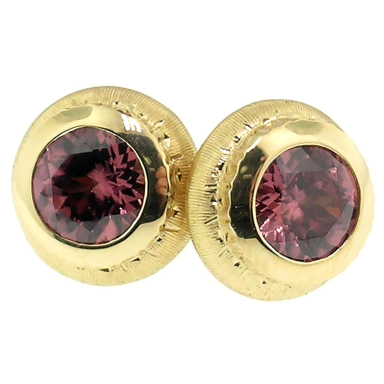 18 Karat Hand Engraved Earrings with Tanzanian Pink Zircons, Handmade in Italy For Sale