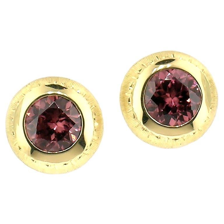 Women's 18 Karat Hand Engraved Earrings with Tanzanian Pink Zircons, Handmade in Italy For Sale