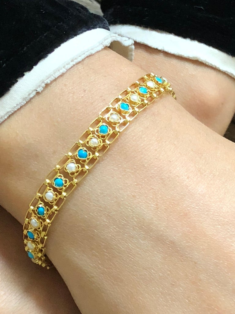 Women's Turquoises and Pearls 18 Karat Yellow Gold Link Bracelet  For Sale