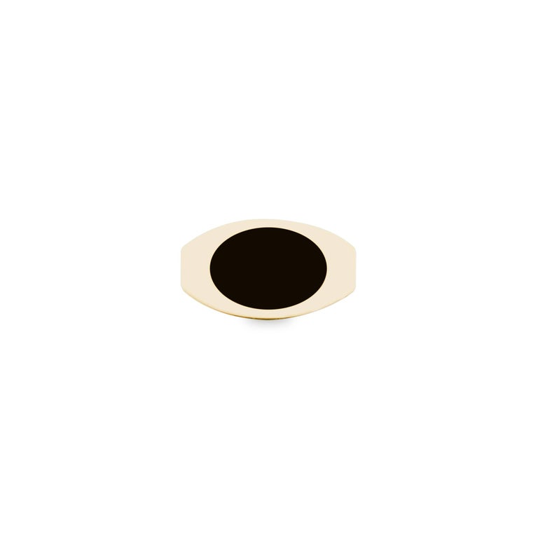 Contemporary 14 Karat Yellow Gold and Black Onyx Oblong Signet For Sale