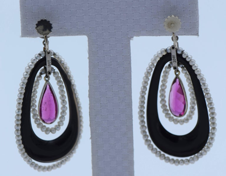 White Gold, Black Onyx, Rubellite and Seed Pearl Pendant Clip-On Earrings In Excellent Condition For Sale In New York, NY