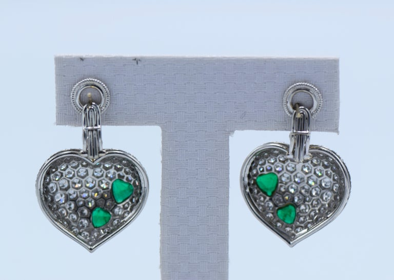 Harry Winston Platinum and Gold, Diamond Emerald Ear-Clip Earring In Excellent Condition For Sale In New York, NY