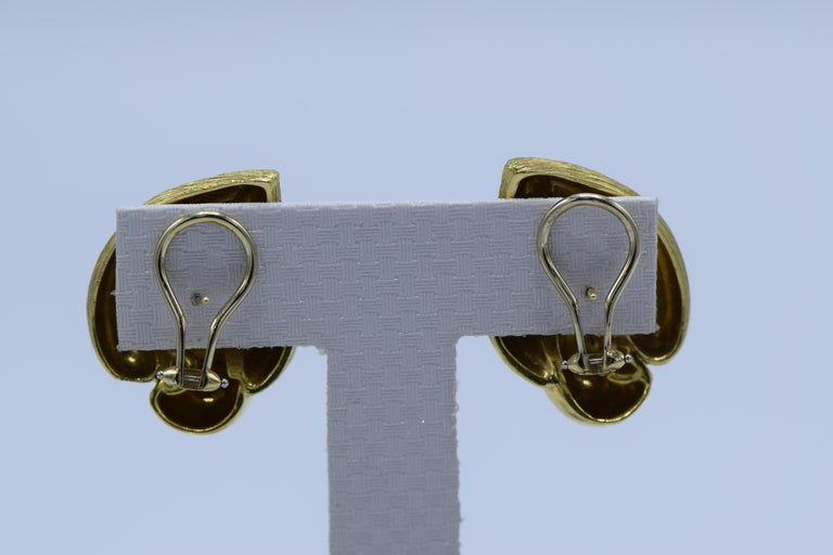 Henry Dunay 18 Karat Gold Earrings In Excellent Condition For Sale In New York, NY