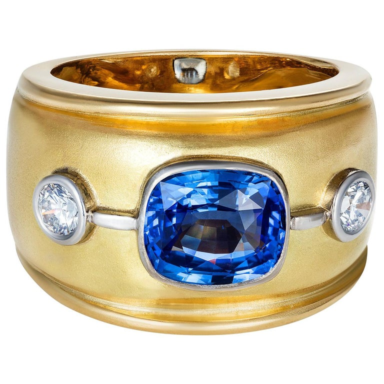 Sri Lankan Blue Sapphire and White Diamonds Cocktail Ring For Sale