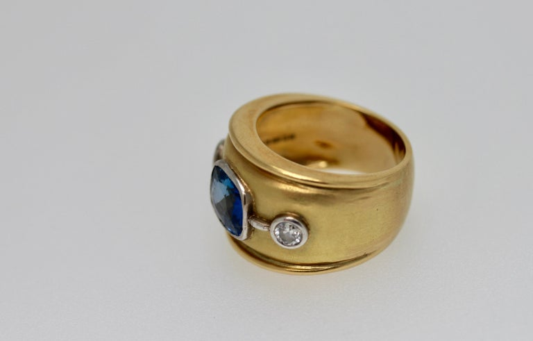 Sri Lankan Blue Sapphire and White Diamonds Cocktail Ring For Sale 2