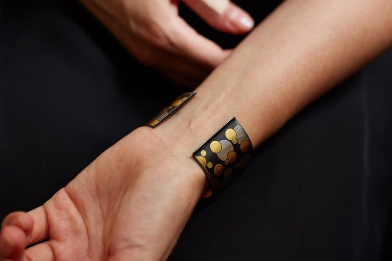 Angela Cummings for Tiffany & Co. Black Iron Lacquer, Gold, Sterling Bubble Cuff In Excellent Condition For Sale In New York, NY