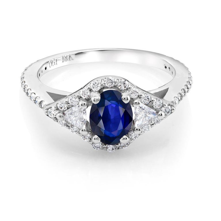 Contemporary 18k White Gold 1.00 Carat Sapphire Diamond Cocktail Cluster Ring For Sale