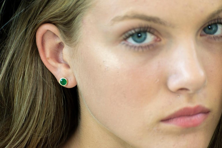 Contemporary White Gold Bezel Emerald Stud Earrings 0.90 Carats For Sale