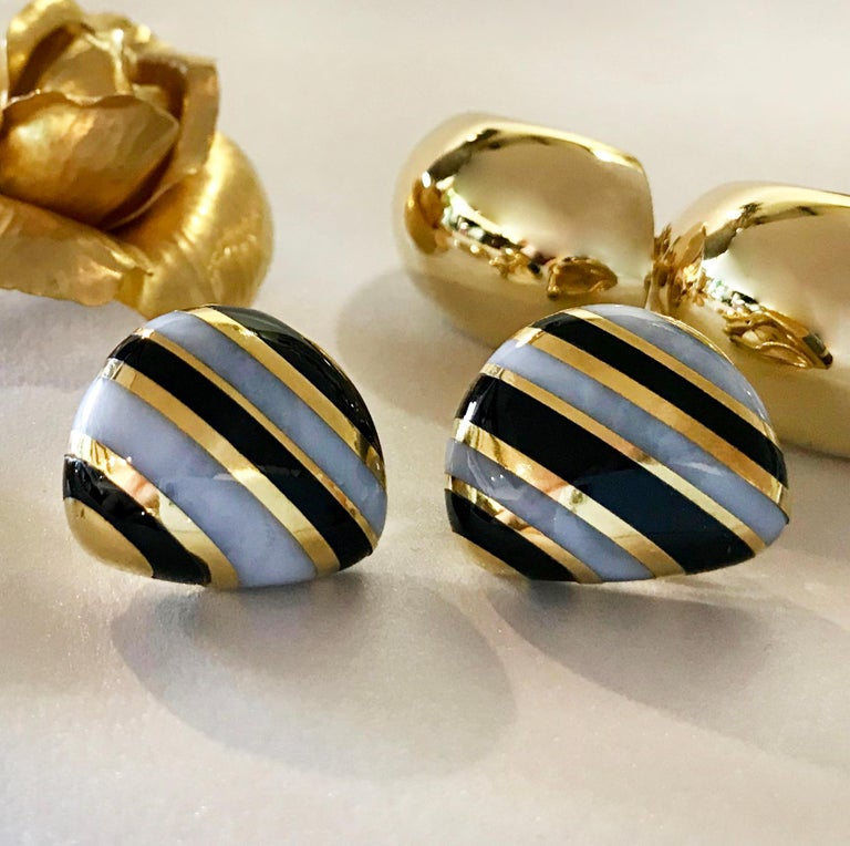 Tiffany & Co. Vintage Onyx, White Agate and Gold Striped Earrings In Good Condition For Sale In Palm Desert, CA