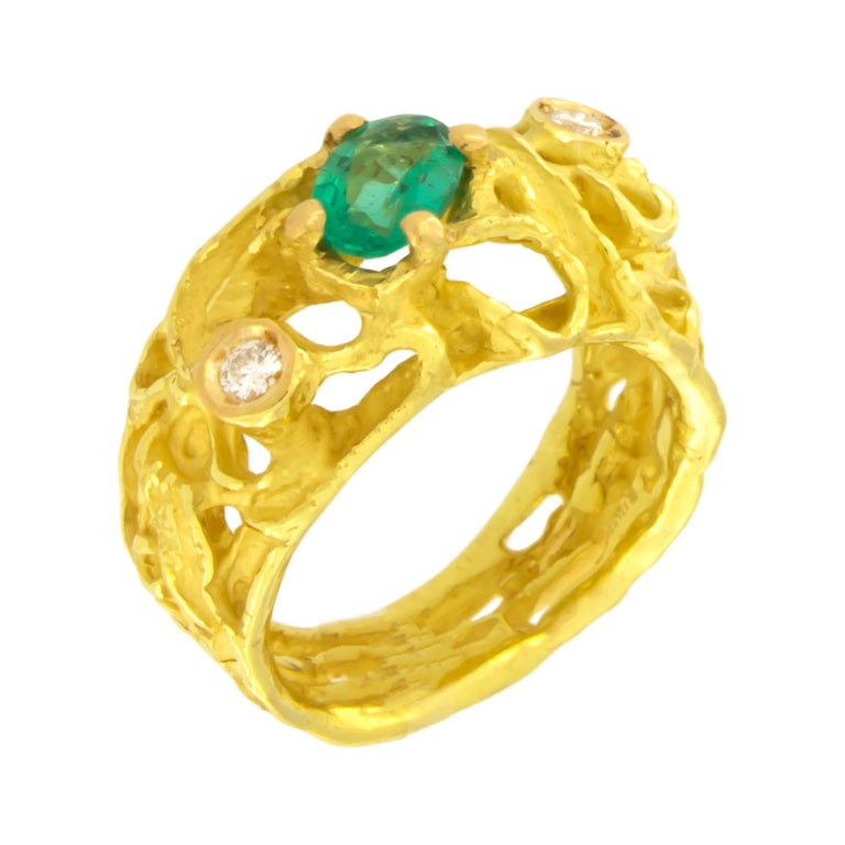 Sacchi Oval Emerald and Diamonds Gemstone 18 Karat Yellow Gold Cocktail Ring For Sale