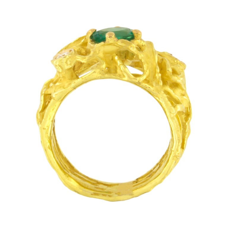 Contemporary Sacchi Oval Emerald and Diamonds Gemstone 18 Karat Yellow Gold Cocktail Ring For Sale