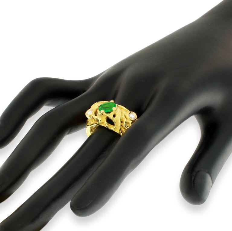 Women's Sacchi Oval Emerald and Diamonds Gemstone 18 Karat Yellow Gold Cocktail Ring For Sale