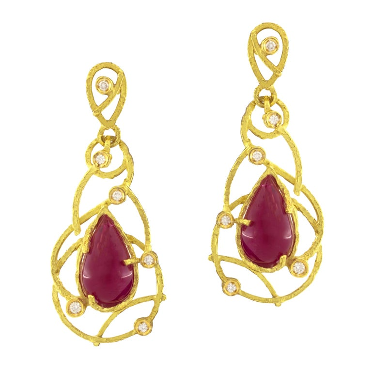 Sacchi 15.0 Carat Ruby and Diamonds Gemstone 18k Yellow Gold Drop Earrings