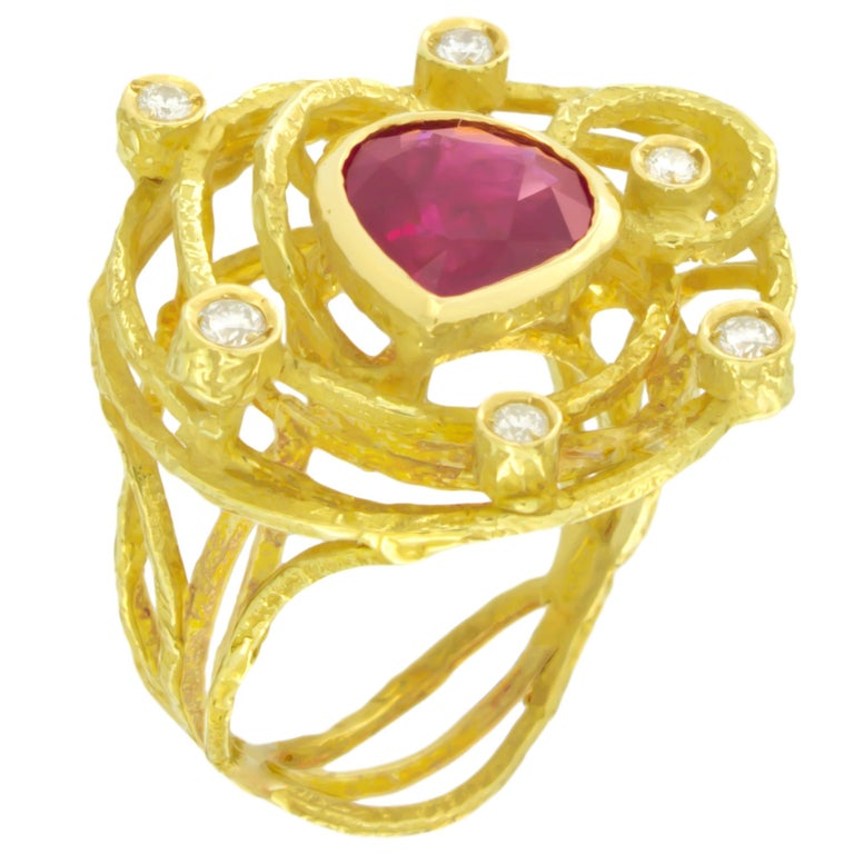 Sacchi 3.39 Carat Pear Ruby and Diamonds Gemstone 18k Yellow Gold Cocktail Ring For Sale