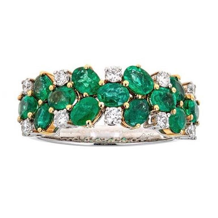 Emerald and Diamond 18 Karat Gold Ring For Sale