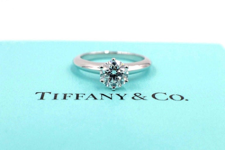 Tiffany & Co. Diamond Engagement Ring Round Solitaire 1.02 Carat H VS1 For Sale 2