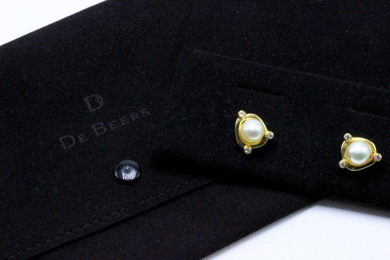 Round Cut De Beers Rainfall Pearls and Diamond Earrings in 18 Karat Gold with Papers For Sale