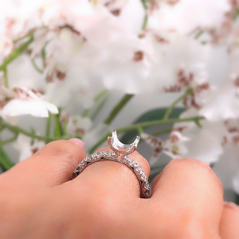 Tacori Petite Crescent Diamond Engagement Ring Semi Mount Band 18 Karat Gold In Excellent Condition For Sale In San Diego, CA
