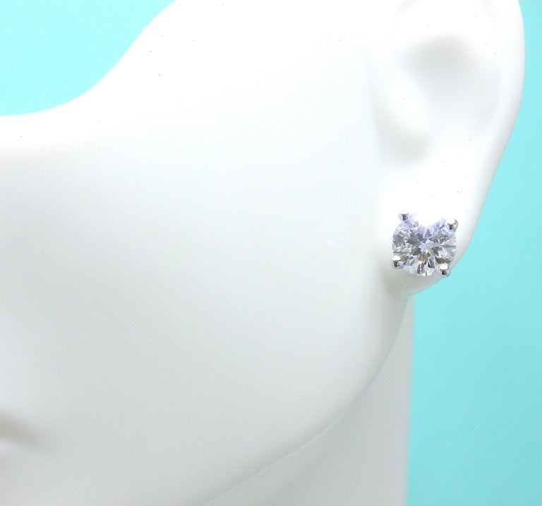 Tiffany & Co Round Brilliant Diamond Stud Earrings 2.04 TCW I VVS2-VS1 Platinum In Excellent Condition For Sale In San Diego, CA