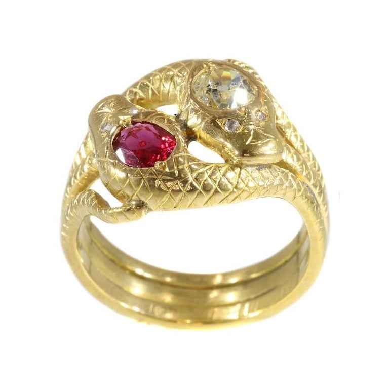 Victorian Ruby and Diamond 18 Karat Yellow Gold Double Snakes Ring In Excellent Condition For Sale In Antwerp, BE