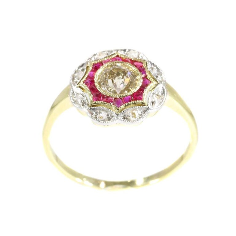 Art Deco Diamond and Ruby 18 Karat Yellow Gold Ring In Excellent Condition For Sale In Antwerp, BE