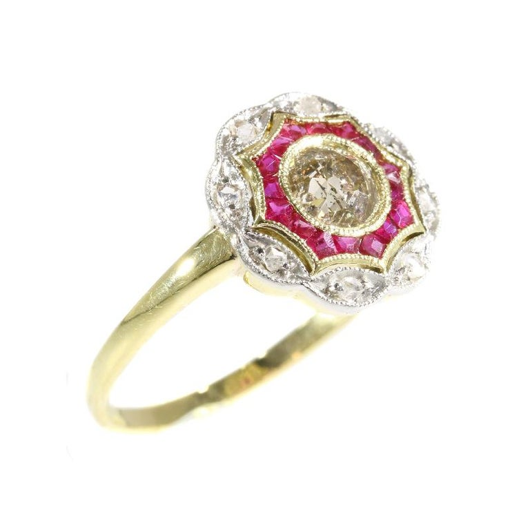Art Deco Diamond and Ruby 18 Karat Yellow Gold Ring For Sale 3