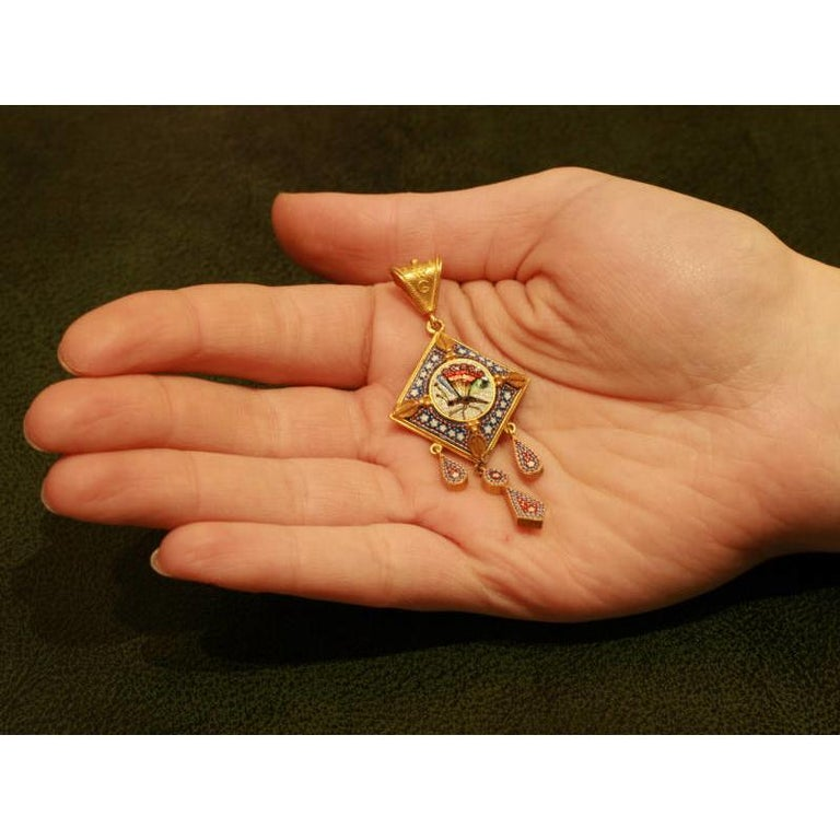 Women's Victorian Antique Micro-Mosaic 18 Karat Yellow Gold Filigree Pendant For Sale