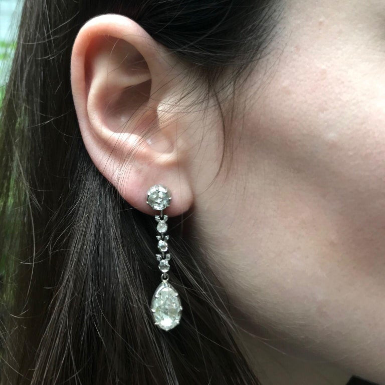 Fine Antique Georgian Pear Rose Cut Diamond 14 Karat Gold Dangle Earrings In Excellent Condition For Sale In Antwerp, BE