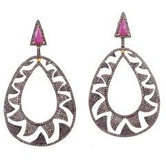 Meghna Jewels Interlocking Claw Earrings 6.22 Black and Champagne Diamonds