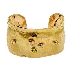 Misani Bangle bracelet 18 carat yellow gold with peridot and small diamonds