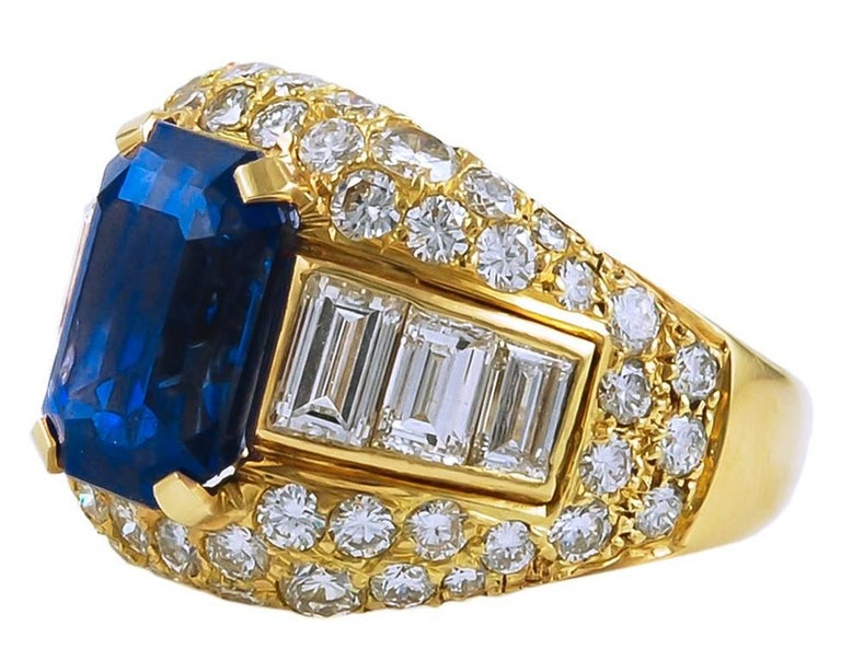 Ceylon no-heat sapphire weighing approx. 5.926  ring size 6 3/4 circa 1980's Metal - 18k yellow gold