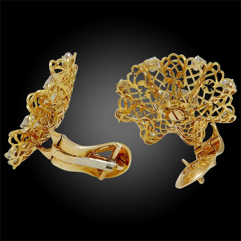 Van Cleef & Arpels Diamond Dentelle Ear Clips In Good Condition For Sale In New York, NY