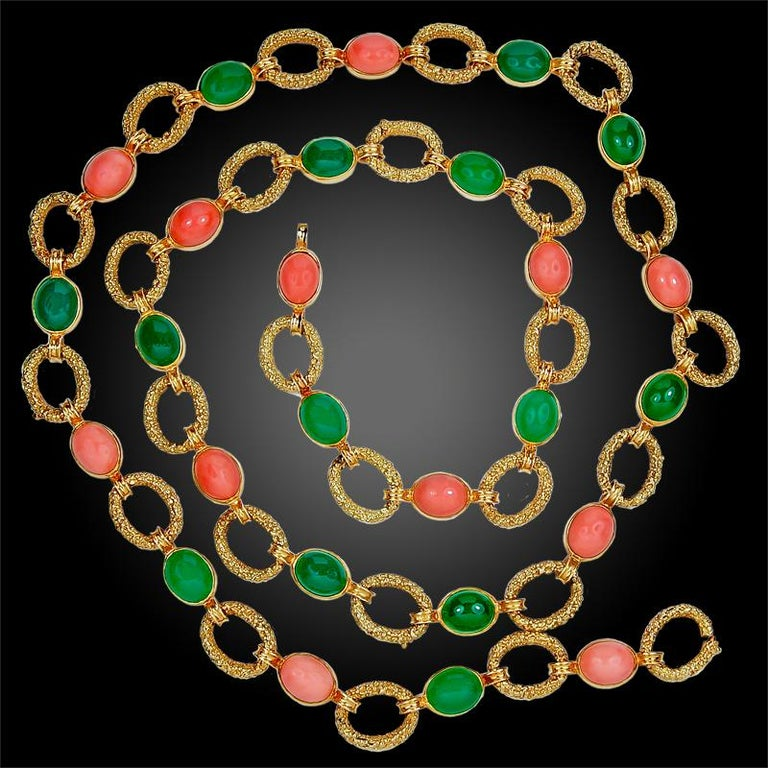 1970s Van Cleef & Arpels Coral Chrysoprase Gold Necklace Three Piece Set In Good Condition For Sale In New York, NY