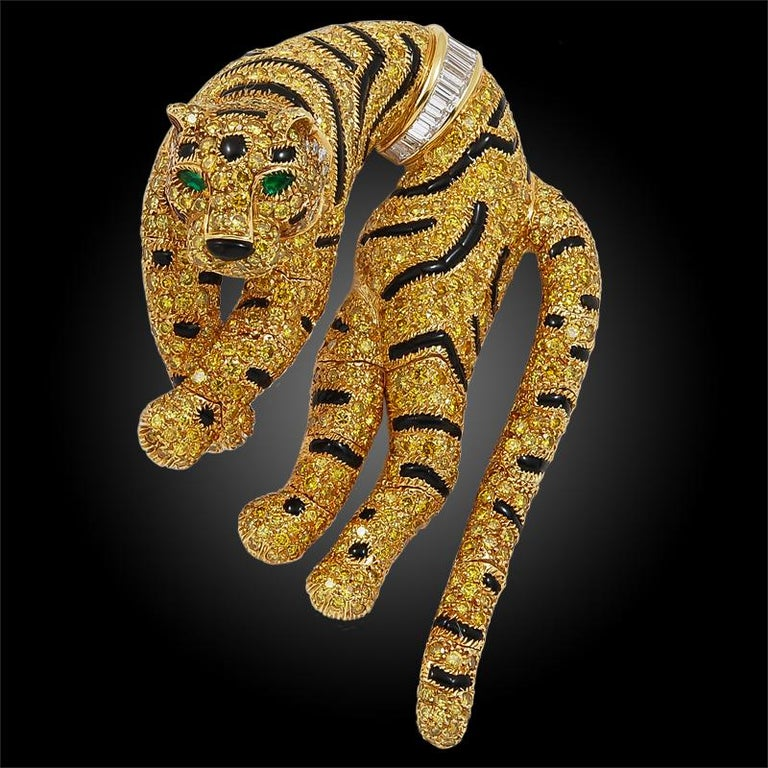 Cartier Paris Fancy Yellow Diamond Duchess of Windsor Style Draped Tiger Brooch In Good Condition For Sale In New York, NY