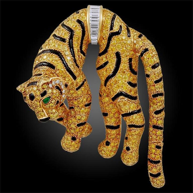 Women's Cartier Paris Fancy Yellow Diamond Duchess of Windsor Style Draped Tiger Brooch For Sale