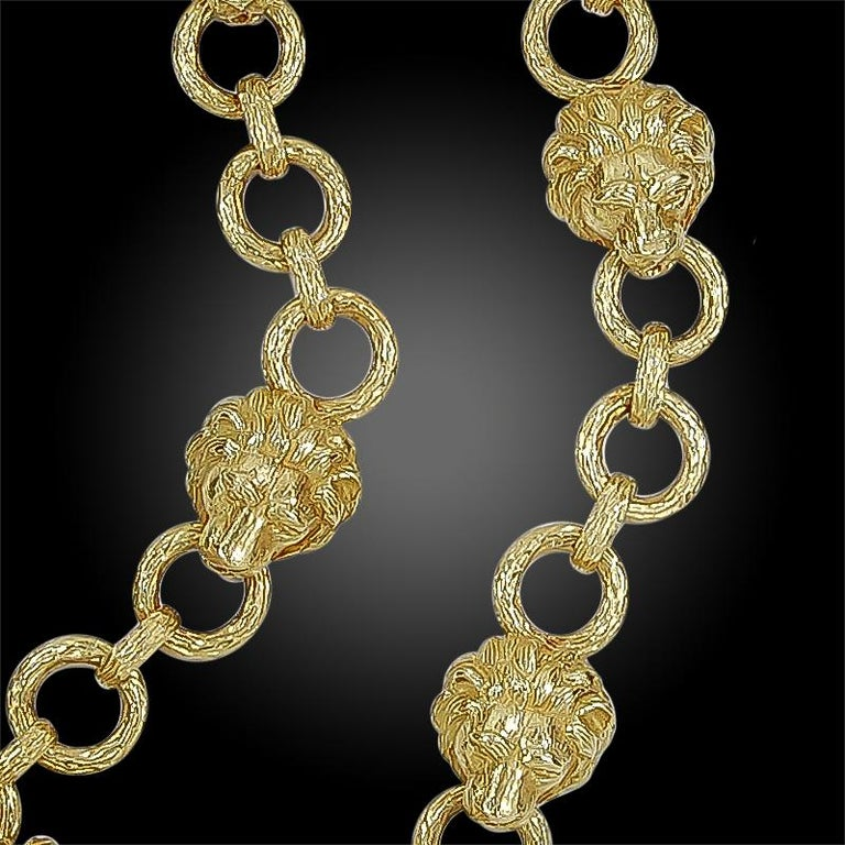 Women's Iconic 1960s Large Van Cleef & Arpels Gold Lion Head Link Necklace For Sale