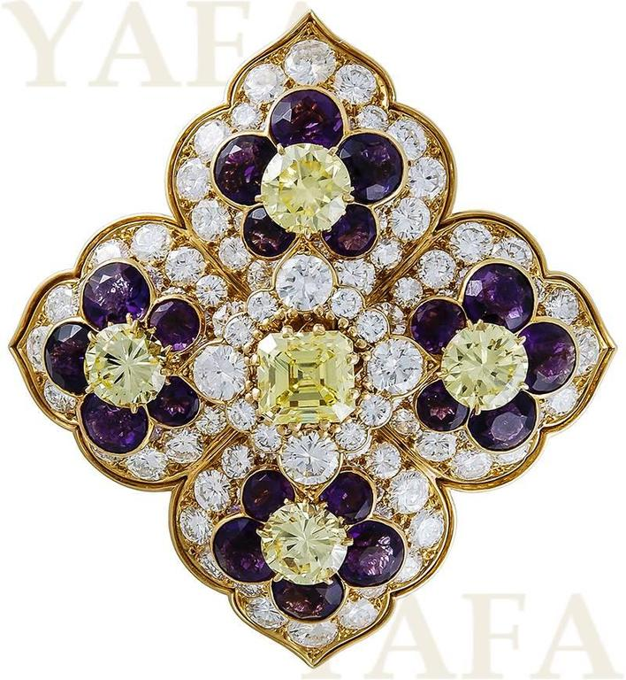Van Cleef & Arpels Amethyst Diamond Gold Brooch and Earrings In Excellent Condition For Sale In New York, NY