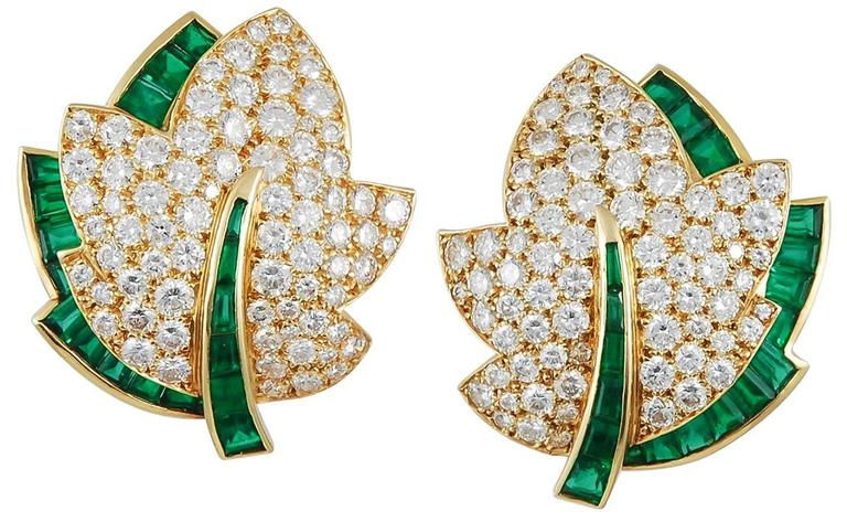 Van Cleef & Arpels Emerald Diamond Gold Leaf Brooch Set 2