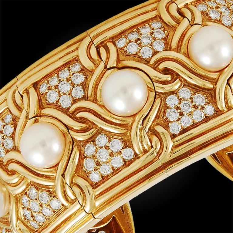 Van Cleef & Arpels Diamond Pearl Gold Cuff Bangle In Excellent Condition For Sale In New York, NY