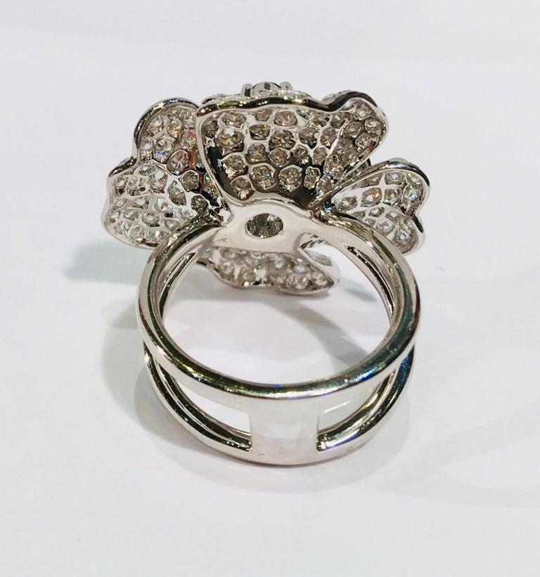 5,07 Karat Weißer und Blauer Diamant Kamelie Blume 18 Karat Weißgold Ring 10
