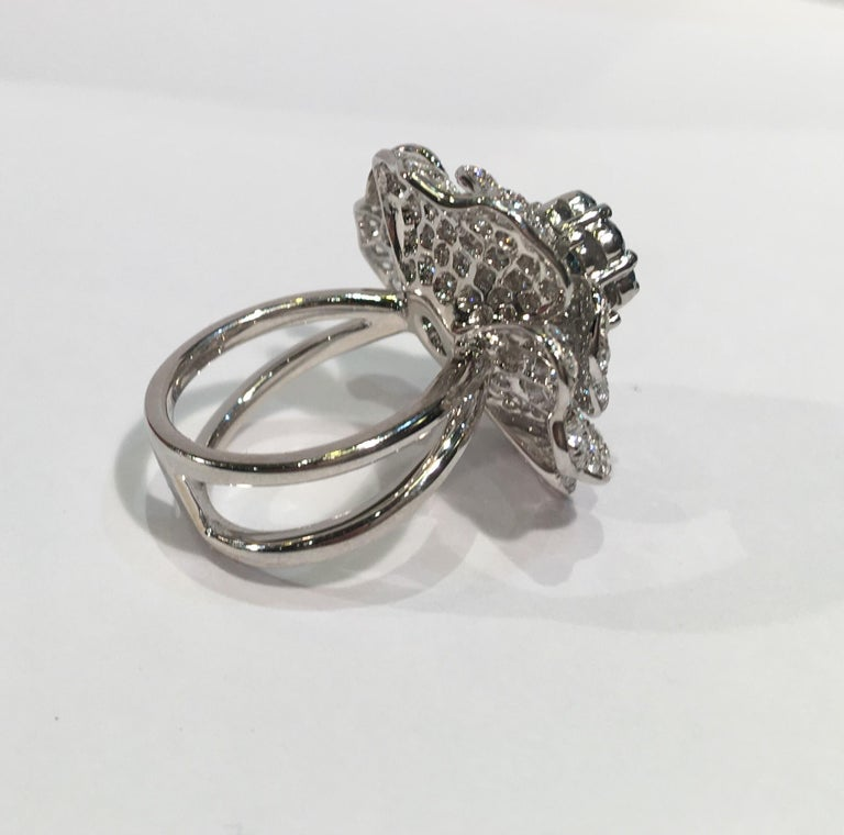 5,07 Karat Weißer und Blauer Diamant Kamelie Blume 18 Karat Weißgold Ring 9
