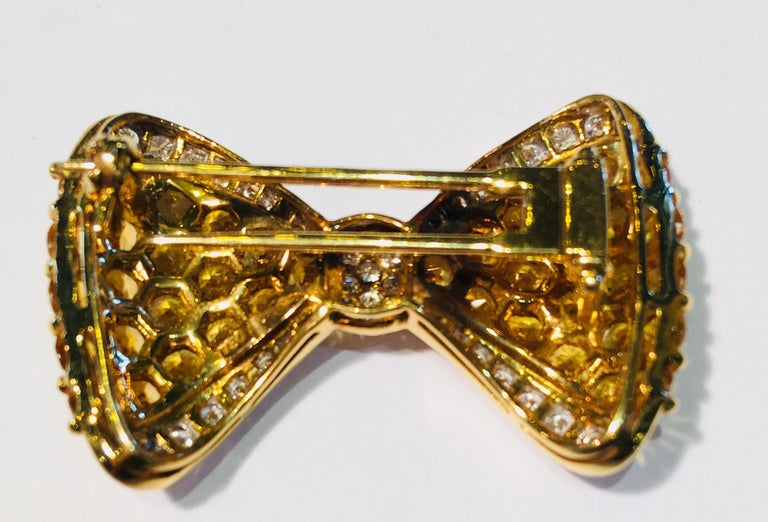 Yellow Sapphire White Diamond 18 Karat Gold Bow Tie Brooch Pin Over 7 Carat In Excellent Condition For Sale In Tustin, CA
