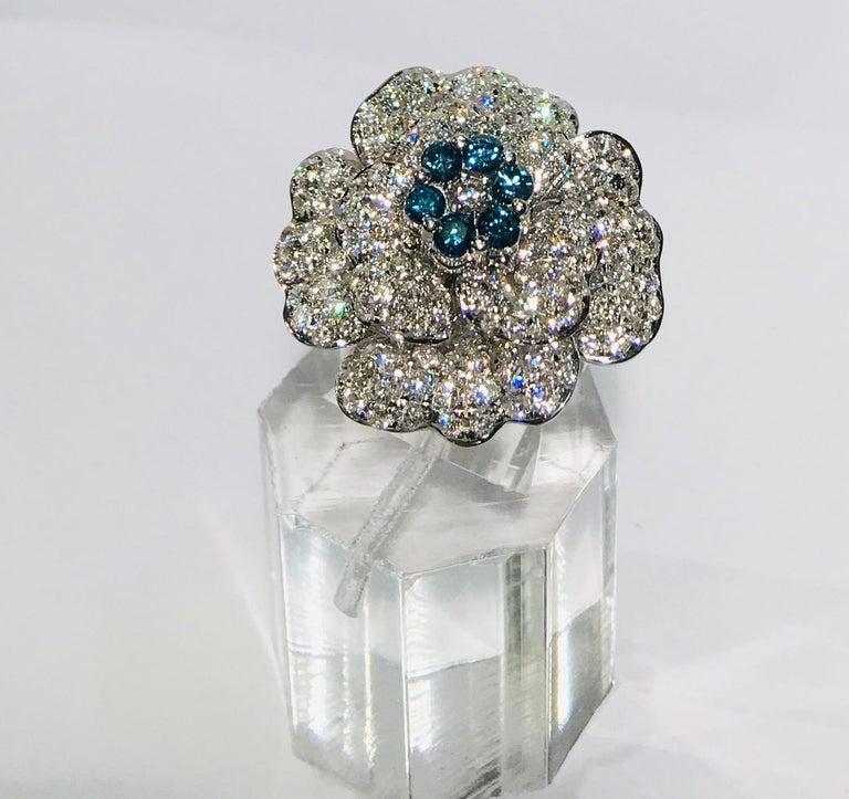 5,07 Karat Weißer und Blauer Diamant Kamelie Blume 18 Karat Weißgold Ring 8