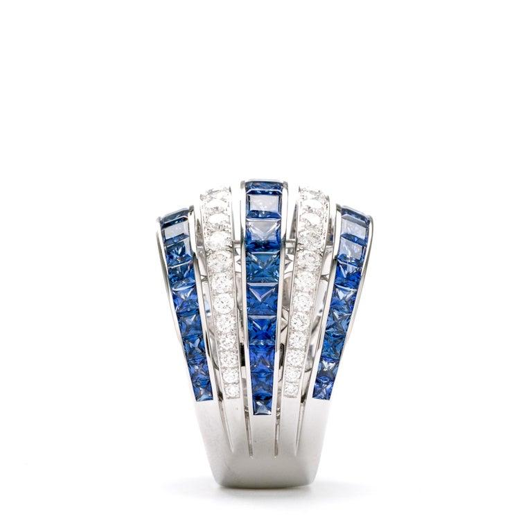 Contemporary Blue Sapphire 18 Karat White Gold Princess Ring For Sale