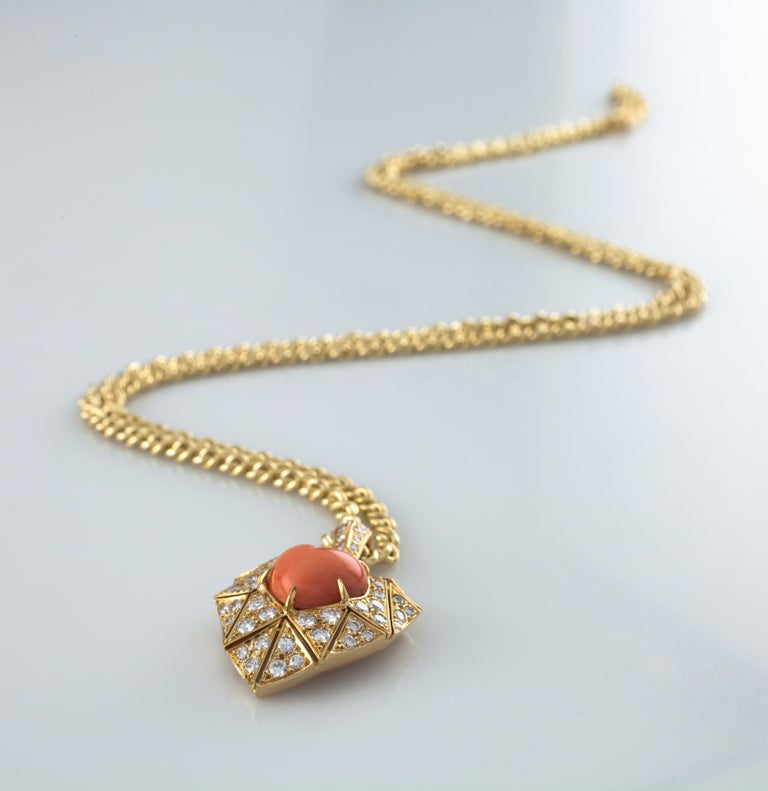 Round Cut Bulgari Bvlgari High Jewelry Diamond and Coral Heart 18 Karat Gold Pendant For Sale