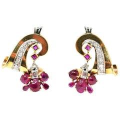 Retro 18 Karat Gold Carved Crab Burmese Ruby and Diamond Earrings